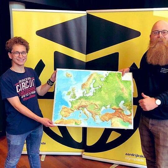 Steffen Scheelings wint iGeo prijs in Aardrijkskunde Olympiade