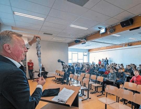 Burgemeester geeft gastles aan klas 4