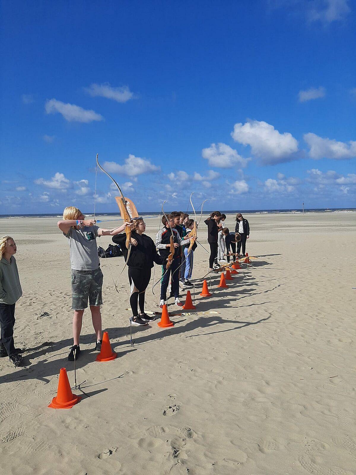 boogschieten op het strand introductieweek